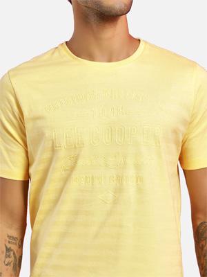 Wheat yellow short sleeved T-shirt.