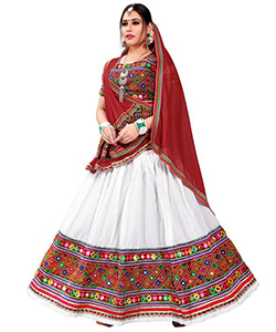 A model wearing a multicoloured choli and white circular lehenga with a multicoloured blouse and along with a brick red dupatta having a thin border.