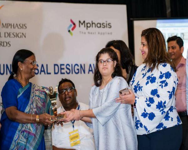 Devanshi Joshi, Big Bazaar employee, receiving the Universal Design Award 2019