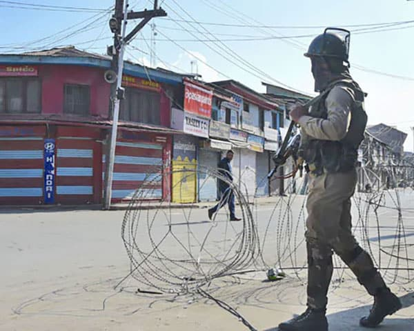 Image of security in kashmir