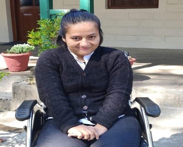 Mahima Shah is sitting on a wheelchair