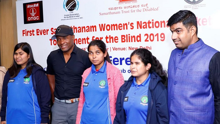 brian lara with blind cricket players