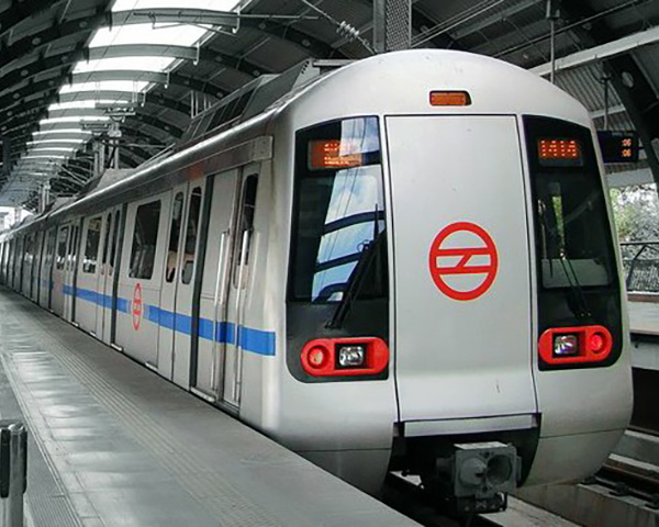 Image of a Delhi metro train in grey and black