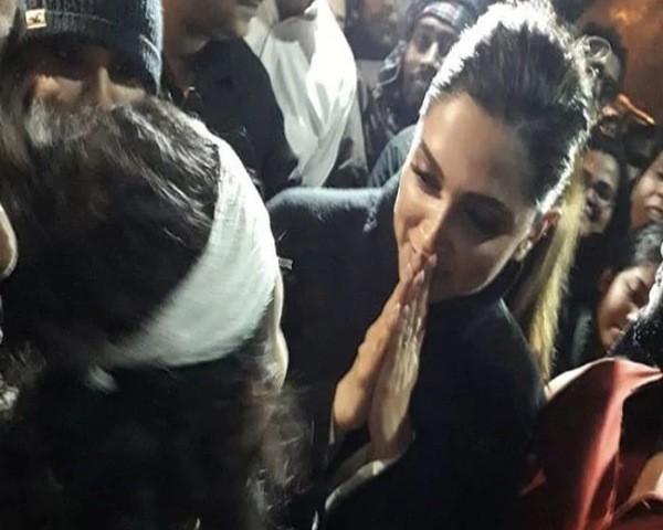 Deepika Padukone meets JNU student