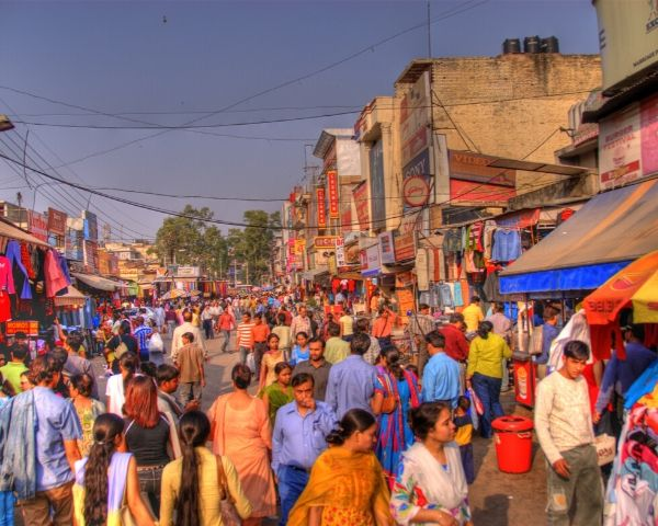 crowded streets of india