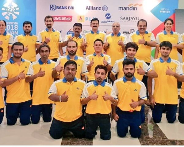 Group picture of Indian para badminton team