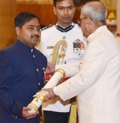 Shekhar Naik receiving the Padma Shri