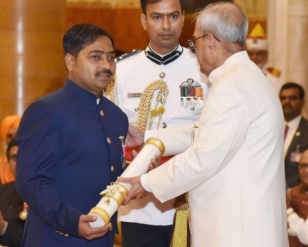 Shekhar Naik receiving the Padma Shri