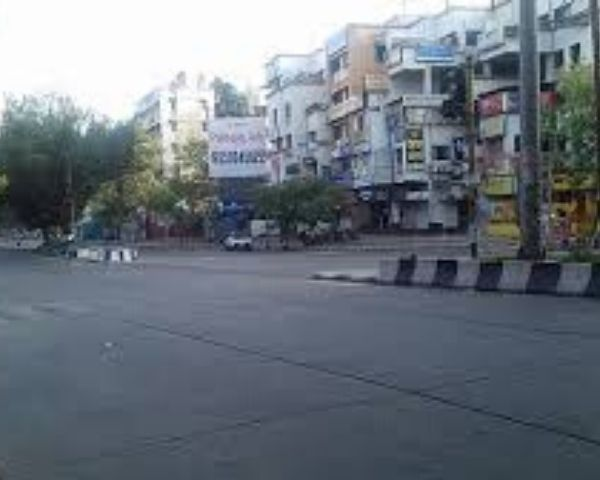 Empty street in Pune