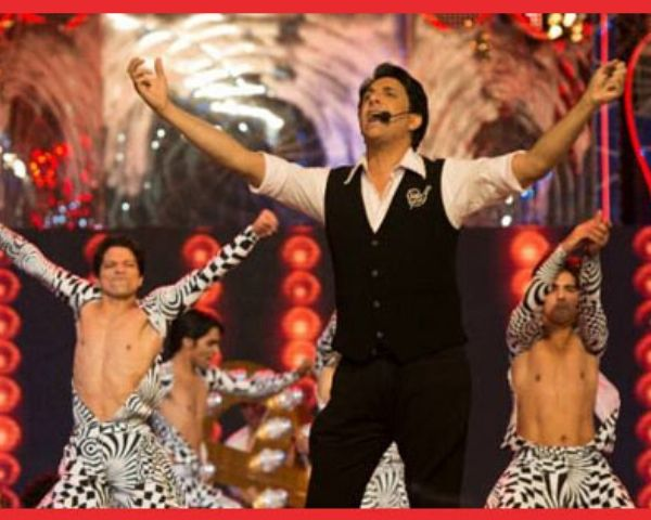 Shiamak Davar at a show surrounded by dancers