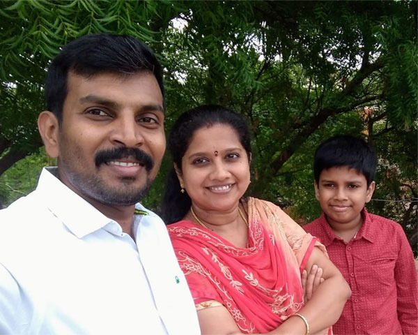 muthumari selvakumar with husband and son
