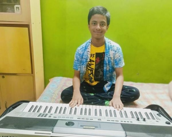 sreyan chakraborty with his keyboard