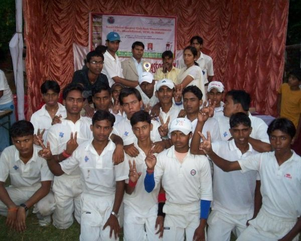 Group photo of Bihar disabled cricket team