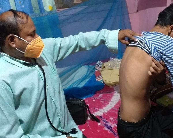 Dr Narendra Kumar Rathore examining a patient