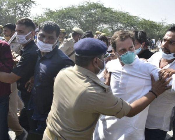 rahul gandhi pushed by up cop