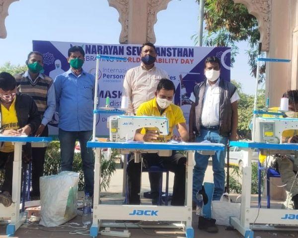 narayan seva sansthan volunteers stitching masks