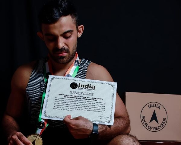 Huafrid Billimoria poses with his certificate