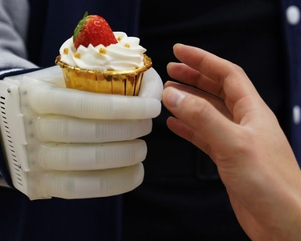 Image of the inflatable prosthetic hand holding an ice cream cone
